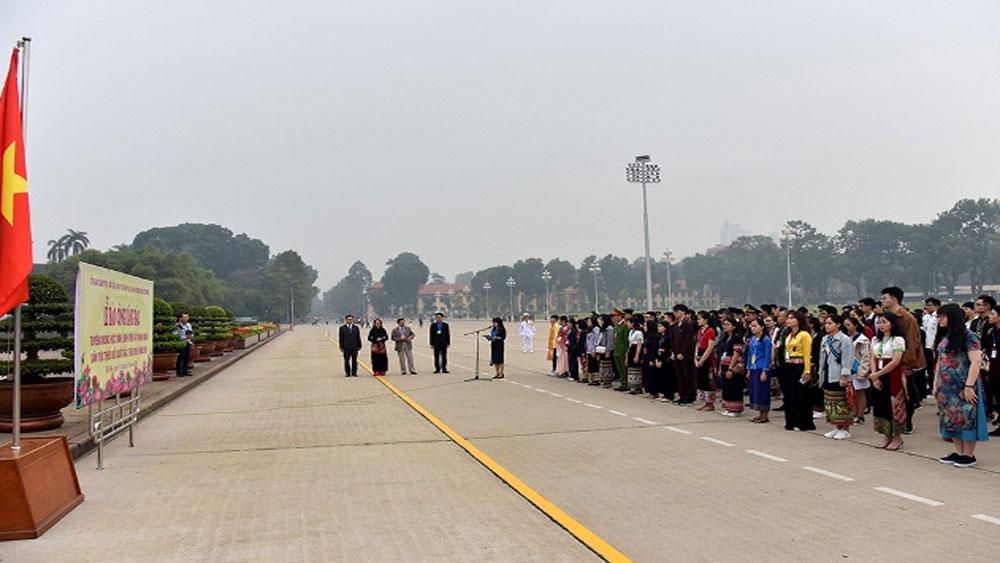 120 thanh niên dân tộc thiểu số xuất sắc làm lễ báo công dâng Bác